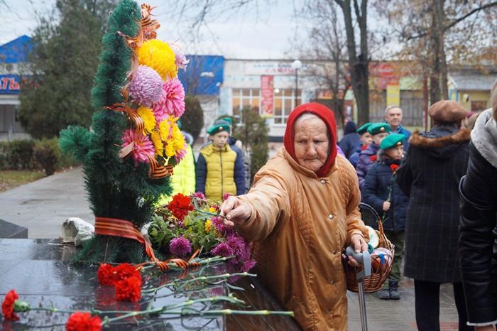 бабушка возложение цветов